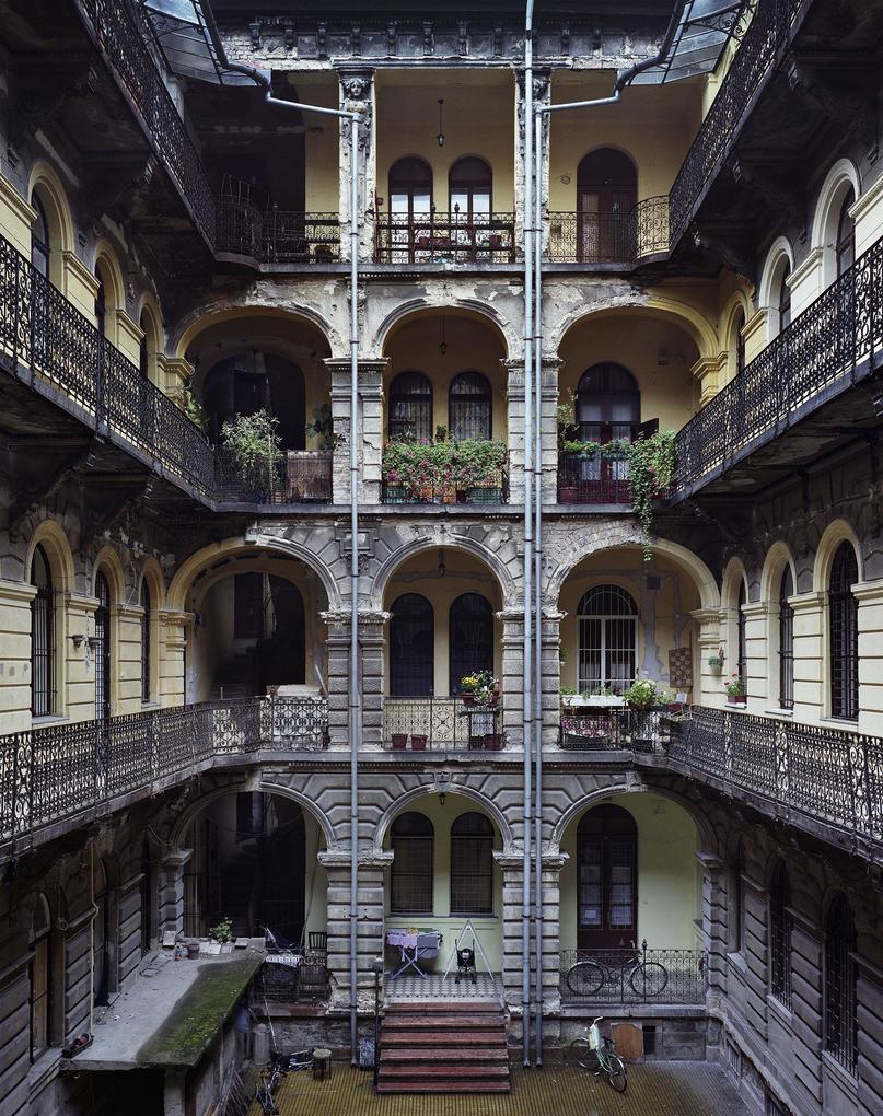 Budapest Courtyards als Buch (gebunden)