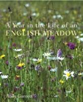 A Year in the Life of an English Meadow als Buch (gebunden)